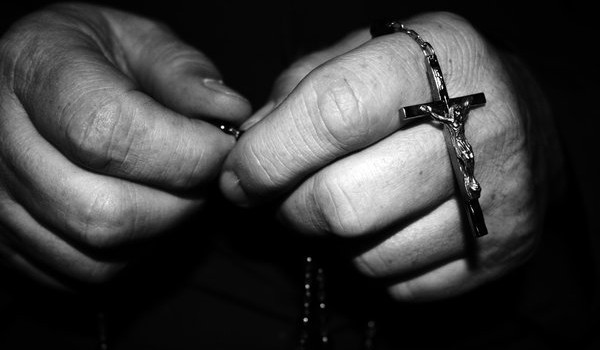 hands-with-rosary-beads-600x350